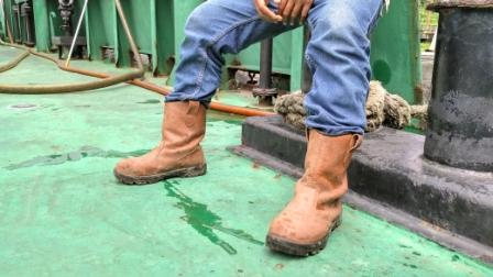 ASTM F2413 Boots