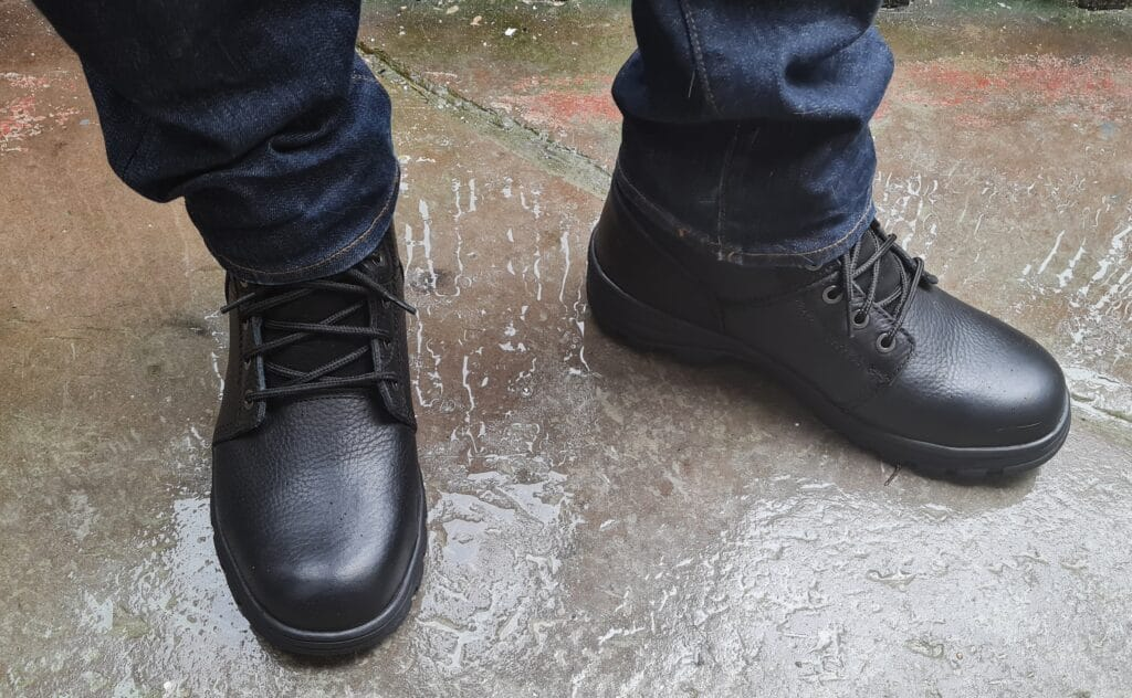 For providing reliable foot protection in different workplace scenarios, lightweight work boots will round up your uniform or work outfit without the additional heaviness and bulk.